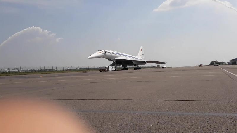 Полёт на Свистке к Ту-144 - водная арка для Ту-144 СССР 77115