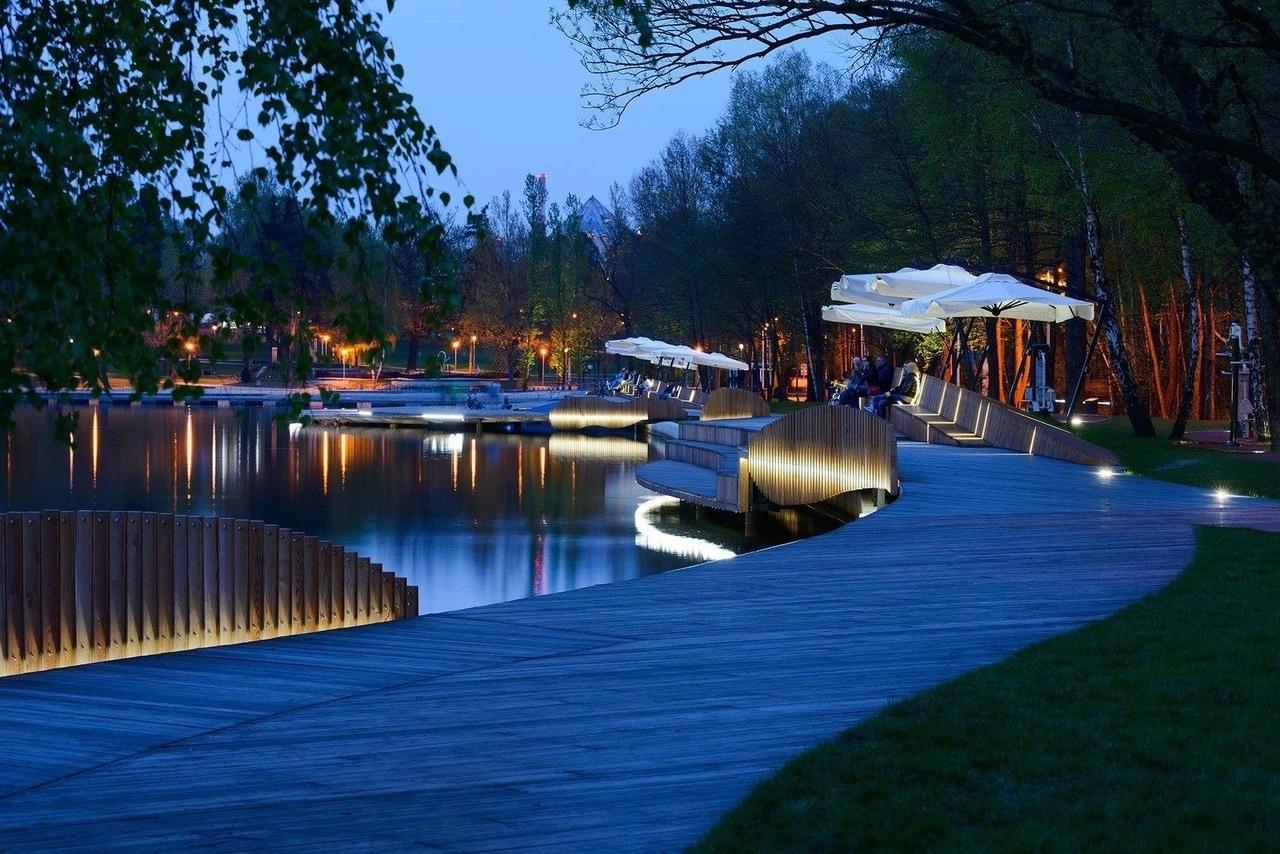 У жителей небольшого польского гордка Тыхы (Tychy) в появилась новая современная набережная, которая протянулась вдоль восточного берега озера Paprocany на 400 метров.