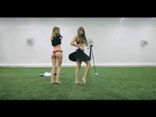 Студентки играют в пенальти на раздевание (Под юбкой, не малолетки, Не порно, тверк, не школьницы, пьяные, вписка, фетиш)