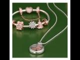 Носи петиты PANDORA Rose в классическом серебряном медальоне!