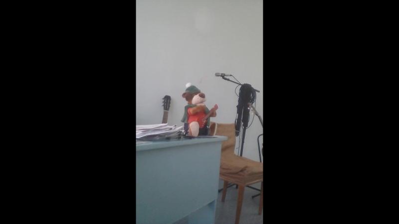 Музыкальная собака из города Томска ,в нашем коллективе Гитарная песня