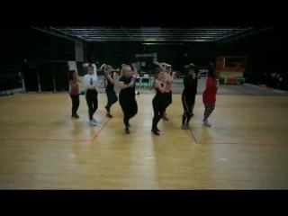 "Bellas rehearsing ""Cheap Thrills"""