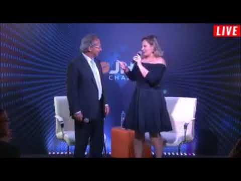 Joice Hasselmann faz dancinha para apresentar Paulo Guedes em evento de Bolsonaro