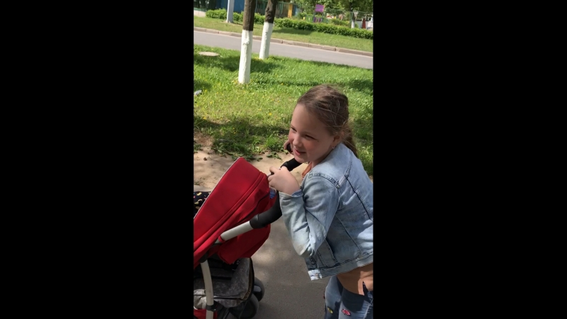 Софа и Антоша. Идём из парка Николаева))