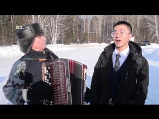 Перед тем, как нырнуть в прорубь китайский студент спел Подмосковные вечера