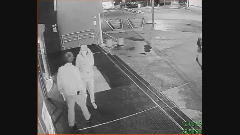 Ударился лицом в дверь магазина Чертановский (ТЦ Штаер)