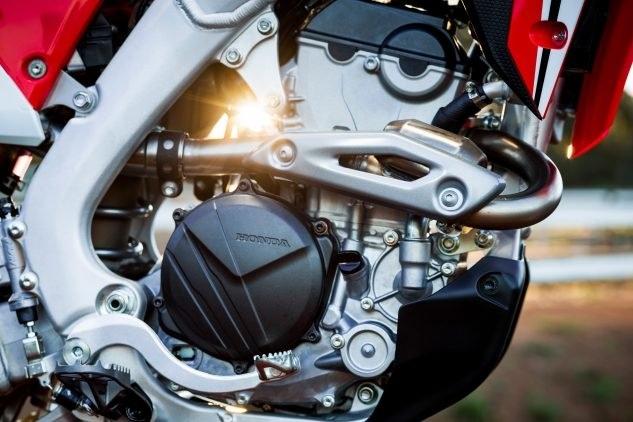 Кроссбайки Honda CRF250R 2018 отзывают из-за проблем с корзиной сцепления