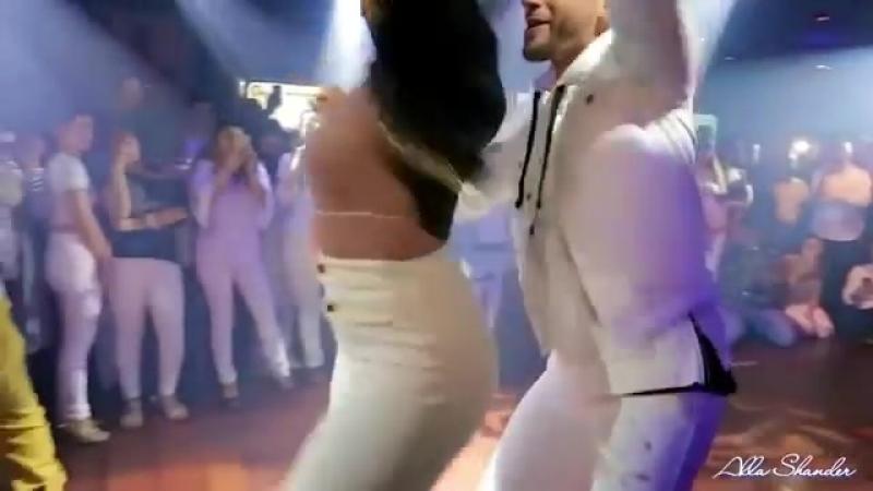 БУЙ БУЙ - песня (Киргизия) Самая красивая танцевальная пара Ataca La Alemana.mp4
