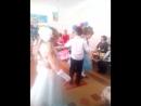 Сыночек танцует первый свой вальс