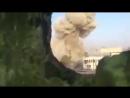 Сирийская армия использует советскую установку разминирования УР 77 для уничтожения баррикад во время боев с ИГ на юге Дамаска