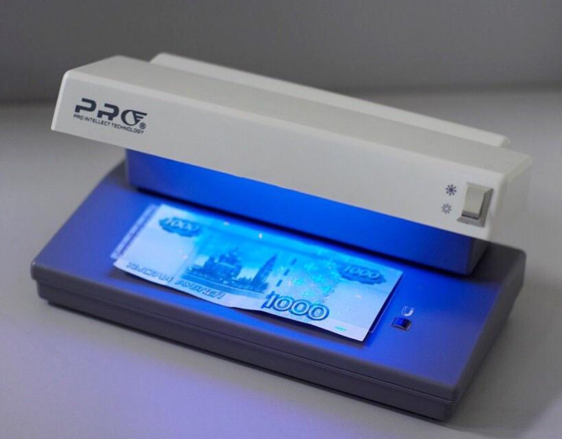 Курянин украл из магазина терминал для проверки банкнот