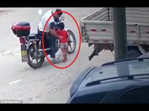 WATCH : Chilling moment chinese man abducts three-year-old girl on the street