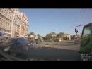 Таджик на велике с мусором залетел под Mercedes