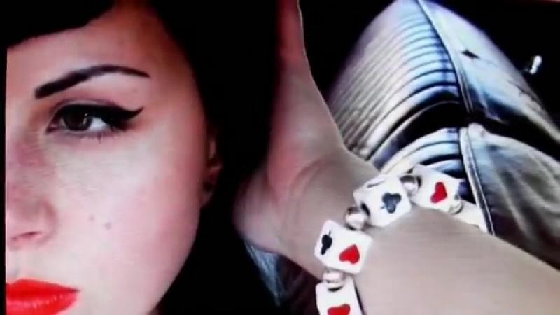 Messer Chups - Lipstick twang