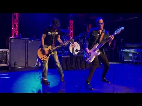 Stone Temple Pilots 3.08.18 at The Rose in Pasadena with special guest Johnny and Joe