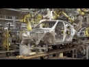 Роботы сварщики скрепляют части кузова