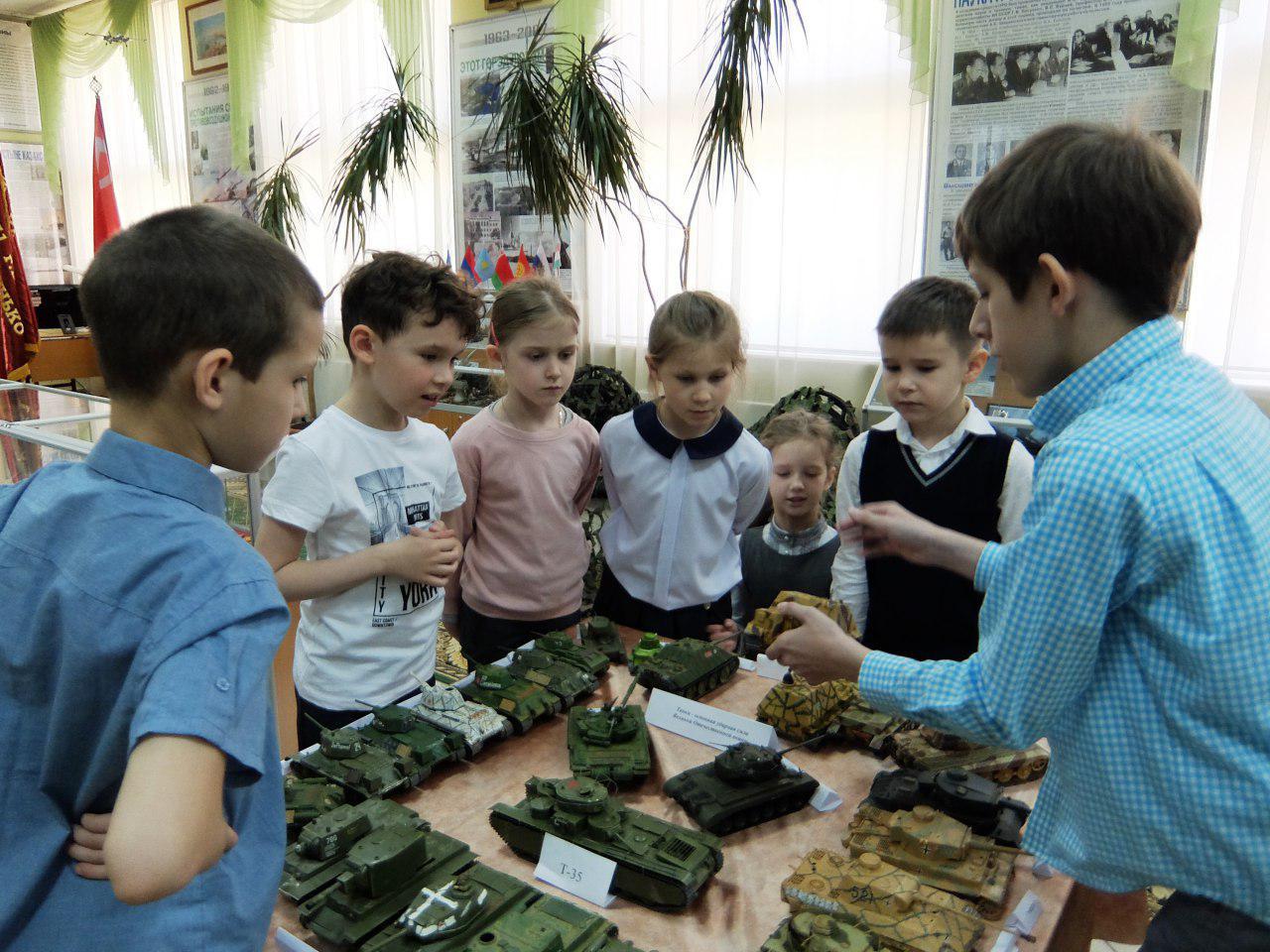 Школьник из Лианозова провел мастер-класс для первоклашек