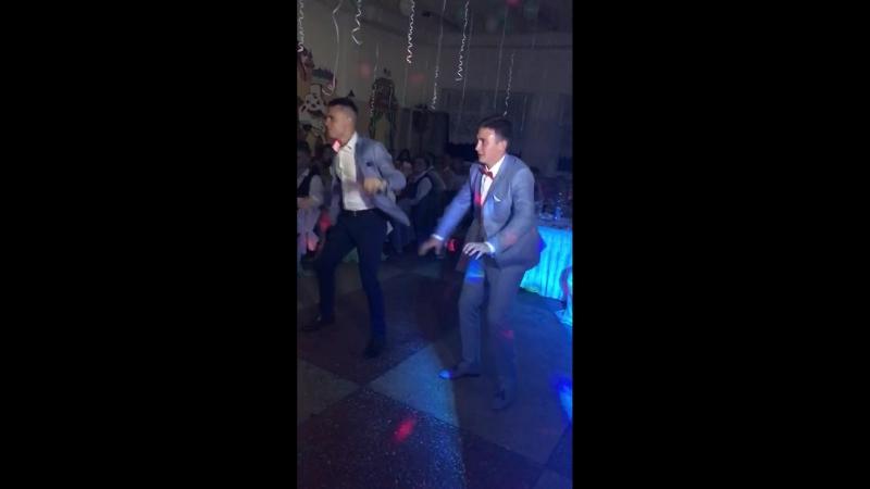 солдатики танцуют