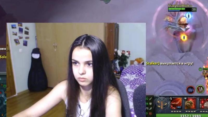 Sonya Blade - intently