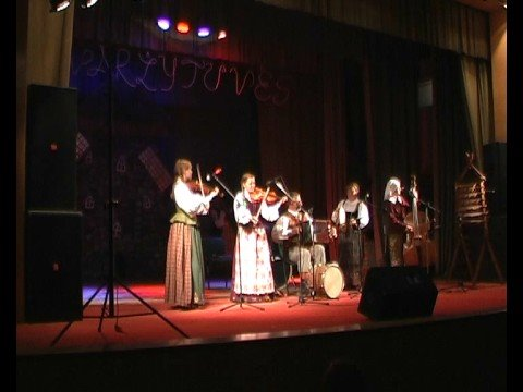 Polka with tambourine by Lithuanian folk music choir Raskila.