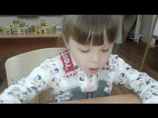 Ляйсан (5 лет) читает контрольный текст для первого класса.
