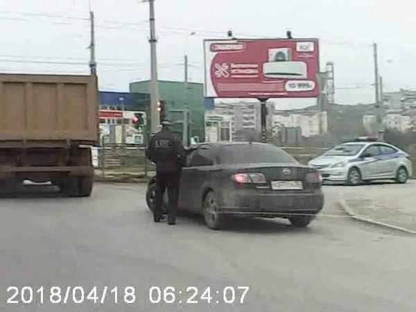 [Красные Бордюры] Сотрудники ГИБДД вынуждают водителей нарушать правила