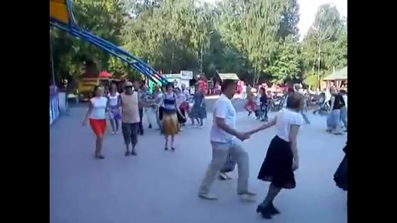 Полька тройка в парке