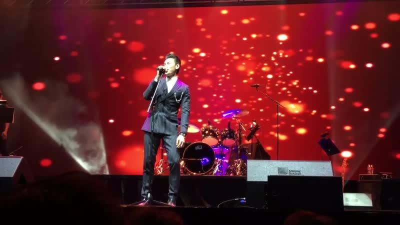 Isaac hát tại Dallas ngày