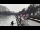Водолаз чистит Останкинский пруд