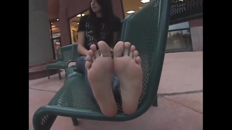 19 yo teen girl candid sexy feet
