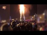 Раз, два, три - елочка, гори! В Южно-Сахалинске загорелась 25-метровая новогодняя елка