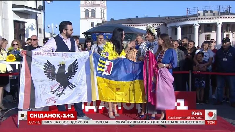 Сніданок провів святковий ефір до Дня Незалежності із залізничного вокзалу Києва