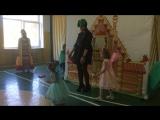 Выступление молодёжи со сценкой в Школе-интернате