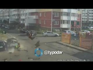 Момент взрыва машины с газовым оборудованием в Краснодаре попал на видео