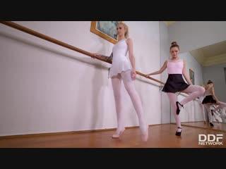 Arteya and mia ferrari - hоtlеgsandfeet [lesbian, footfetish]