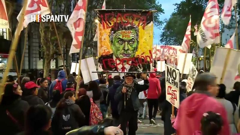Argentinos protestan contra el acuerdo de Macri con el FMI