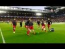 Torcida do Liverpool durante o aquecimento dos jogadores