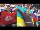 Болельщик с украинским флагом болеет за сборную России Хоккей Россия - Чехия Олимпиала 23 февраля