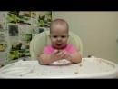 Как Еся кушает хлеб