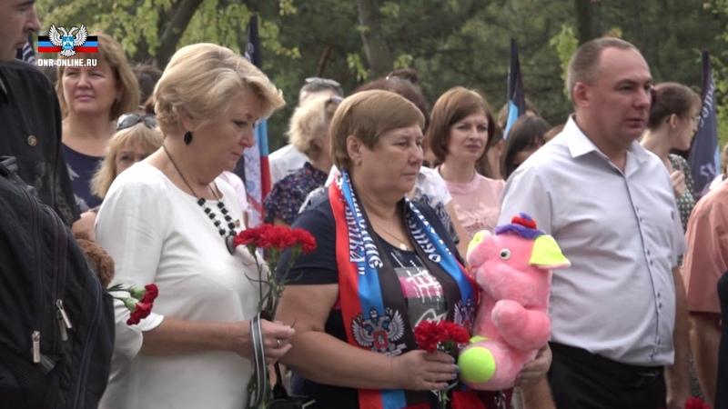На «Аллее ангелов» в Донецке почтили память погибших детей