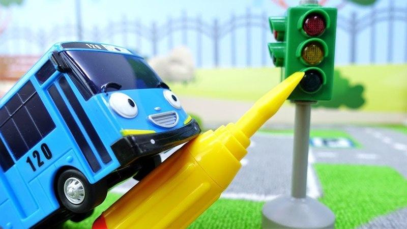 Araba oyunları. Tayo ve Rogi trafik lambasını tamir ediyorlar.