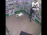 Куда мир катится  .В Ростове грабитель унес ящик с пожертвованиями на лечение больному ребенку