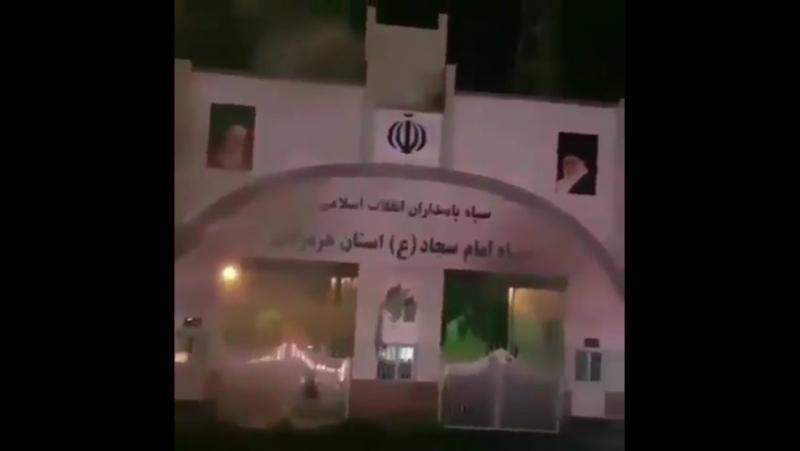 Город Бендер-Аббас, протестующие пришли к штаб-квартире КСИР