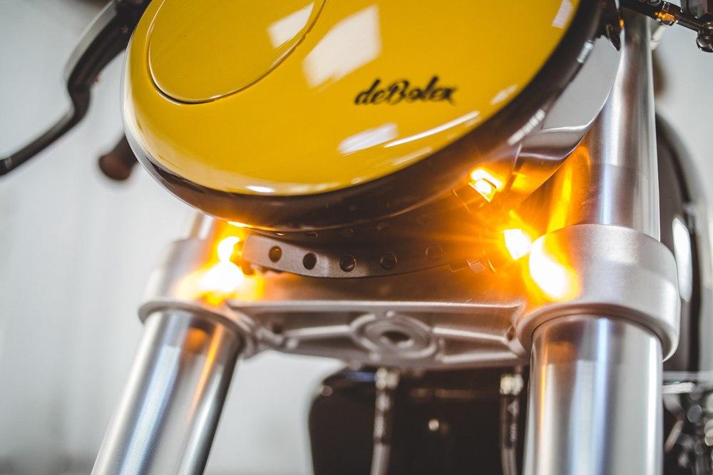 deBolex: кафе рейсер Triumph Thruxton R