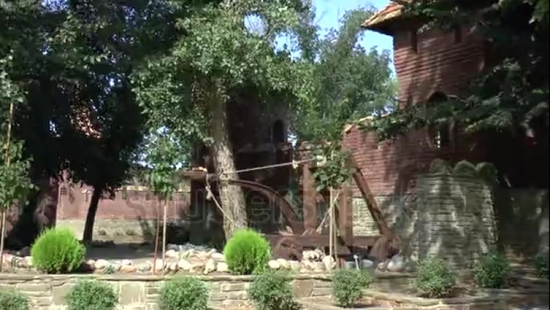 Stock-footage-footage-of-castle-wall-and-catapult-in-loga-zoo-old-stanitsa-kamensk-shakhtinskiy