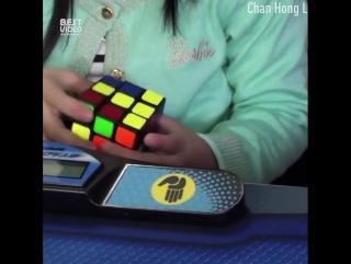 3 летняя девочка собирает кубик рубика за 47 секунд