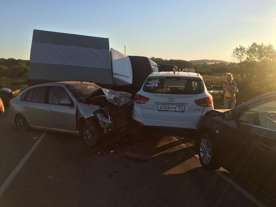 В Прикамье произошло массовое ДТП с участием пяти машин