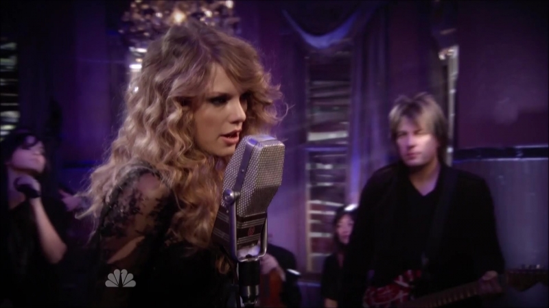 Taylor Swift - Haunted (Live at The Universal Studios, California, NBC Thanksgiving Special 2010)