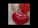 Фонтан шаров в красно-белых тонах с золотым конфетти