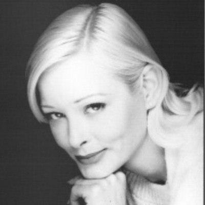 Американская актриса Памела Гидли скончалась в возрасте 52 лет в своем доме в Сибруке, штат Нью-Хэмпшир, 16 апреля, но некролог был опубликован ее семьей только 30 апреля, передаетJustJared.